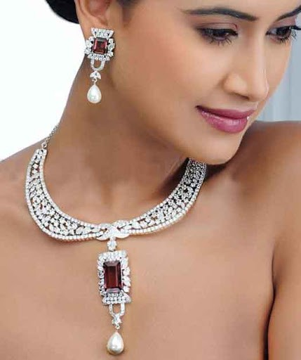 meroon stone diamond necklace